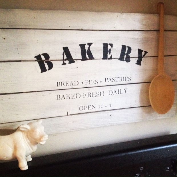 RUSTIC BAKERY SIGN FOR YOUR FARMHOUSE STYLE KITCHEN